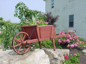Amish Old Fashioned Wheelbarrow - Large Premium