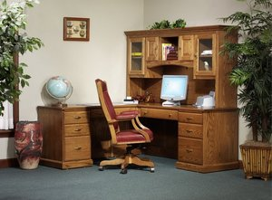 Amish Highland L-Desk with Glass Door Hutch Top