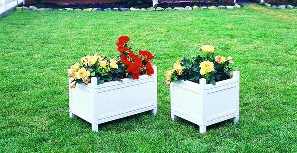 Amish Vinyl White Outdoor Planter