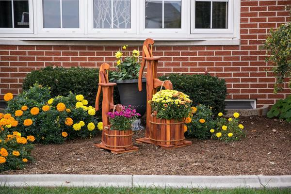 Amish Made Decorative Cedar Pump Planter with Bucket