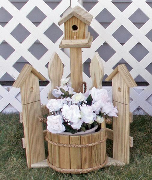 Small Amish Corner Picket Fence Planter with Birdhouse
