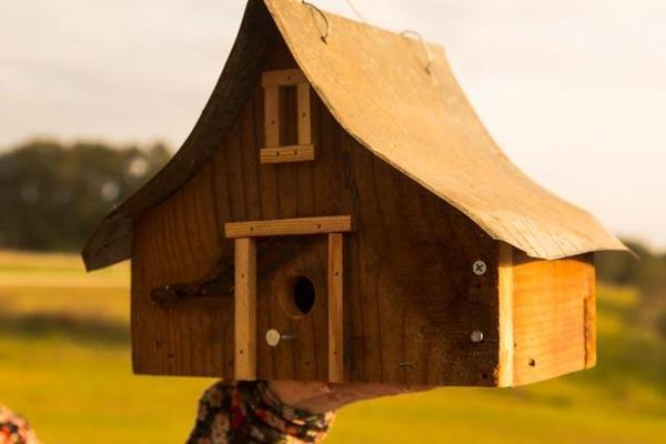 Amish Rustic Barn-Style Bird House - Medium