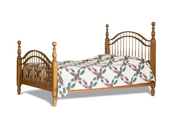 Amish Colonial Windsor Bed