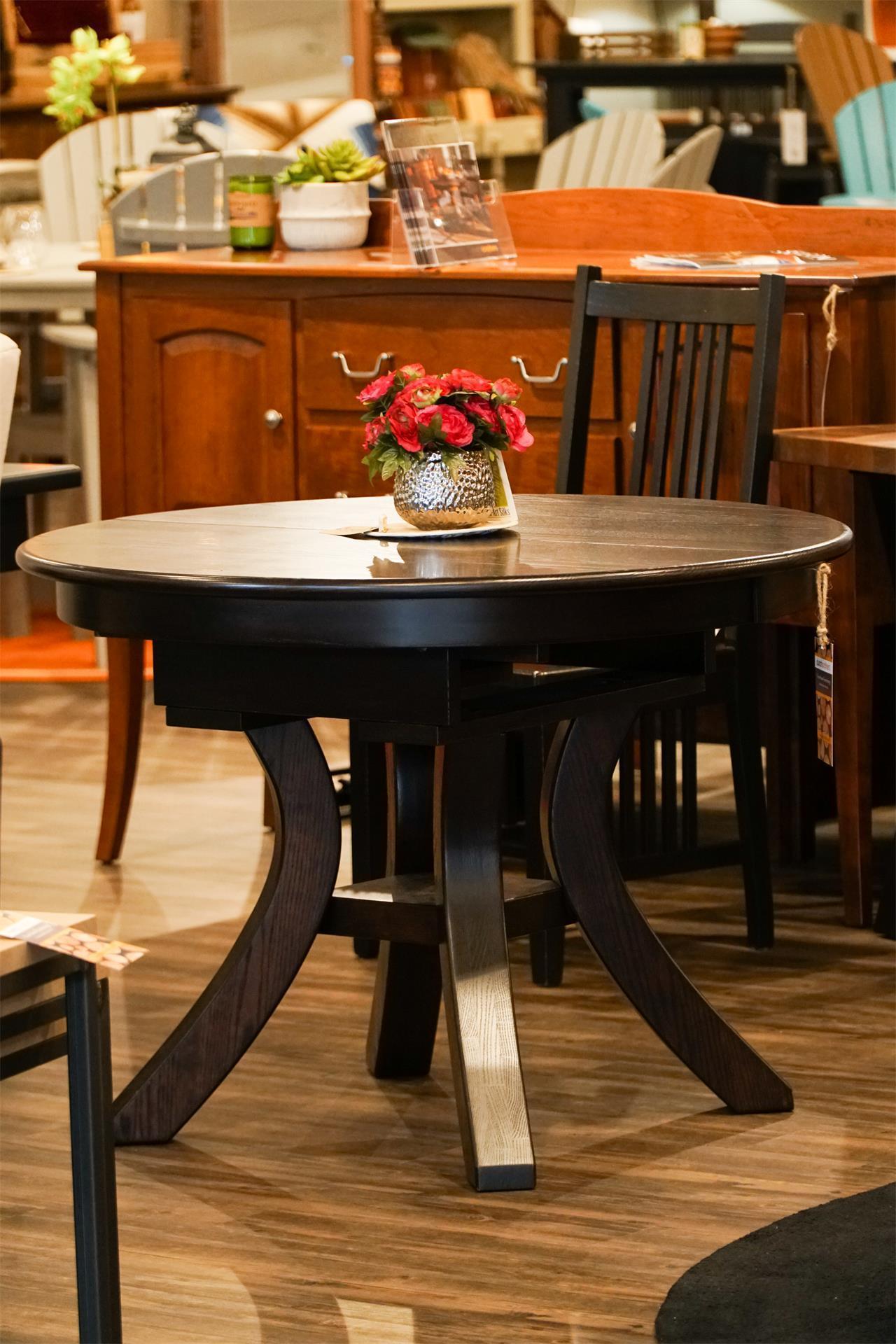 Amish Carlisle Single Pedestal Dining Table